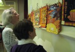 Members viewing a display of challenge quiltlets