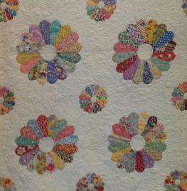 Lurline's Dresden Plate quilt