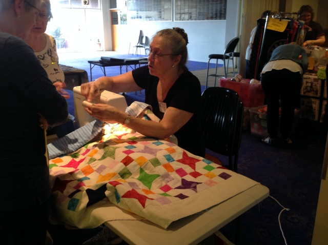 Lynette showing machine quilting methods
