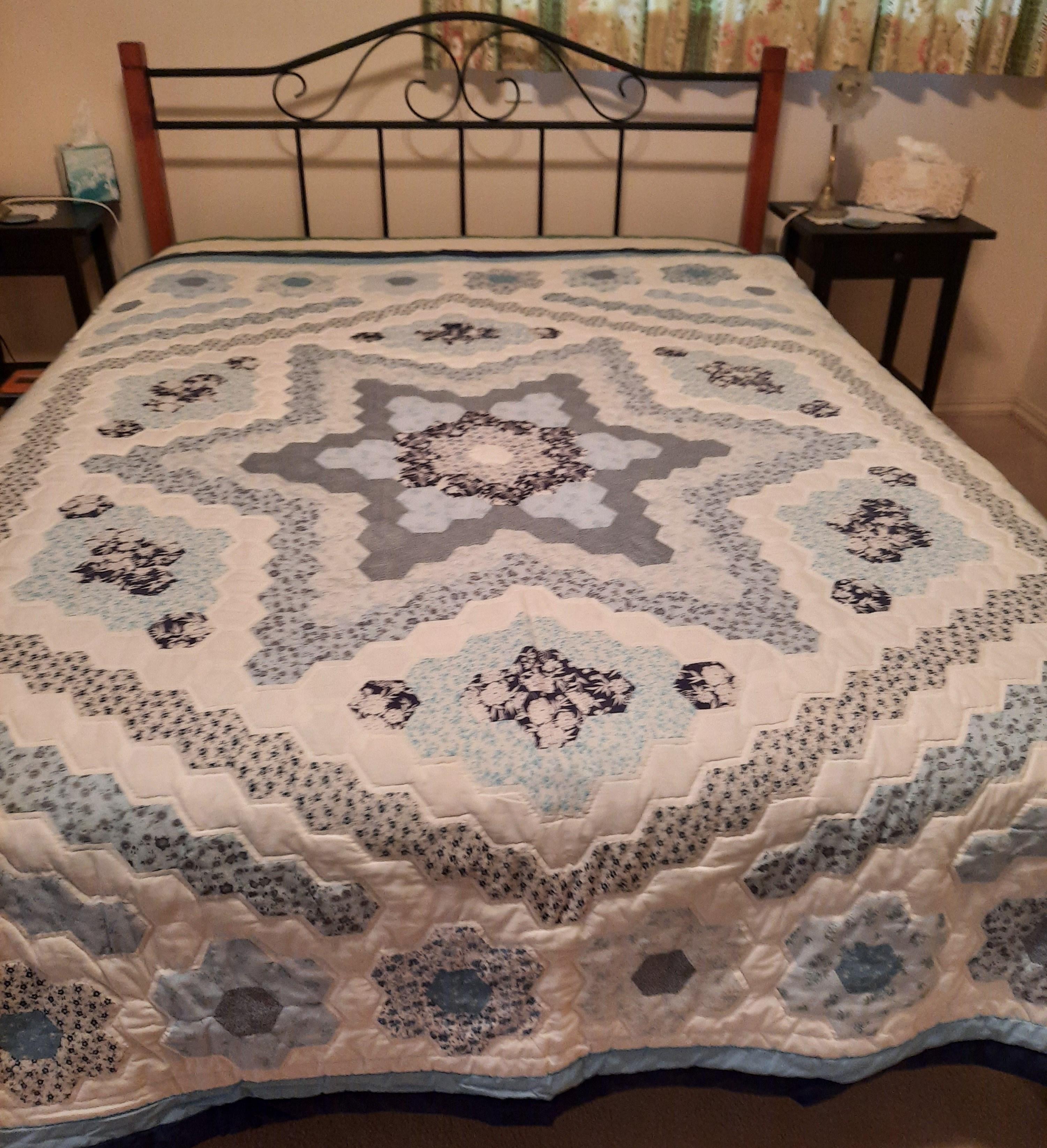margaret hexagon quilt